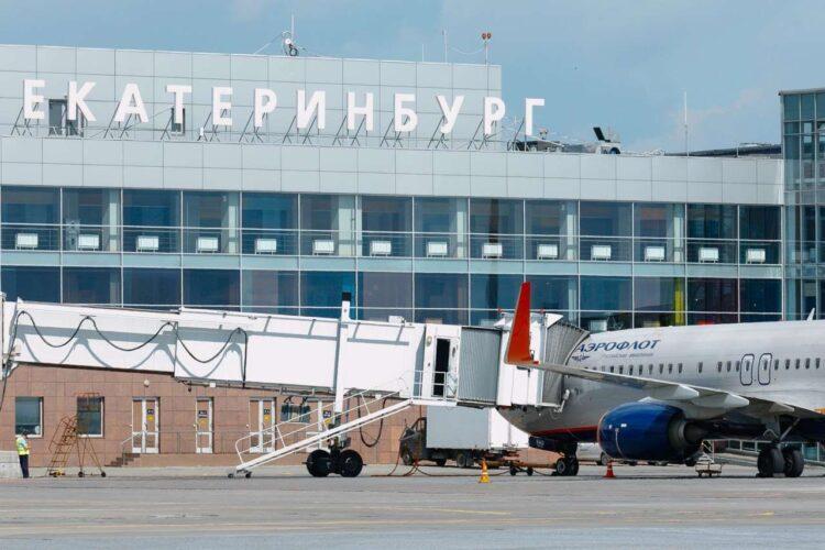 Самолеты в аэропорту Кольцово